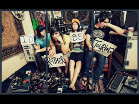 Pierce the Veil-Besitos (+Lyrics;) Video