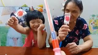 Trò Chơi Học Tiếng Anh Với Kẹo Lollipops Gia Linh & Bà Học Màu Sắc Với Kẹo Lollipops