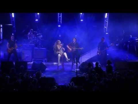 Anna And The Barbies Feat. Kiss Tibi - Márti Dala (LIVE)