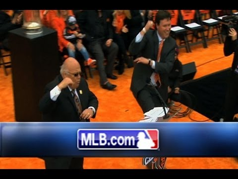 Giants' broadcasters go Gangnam