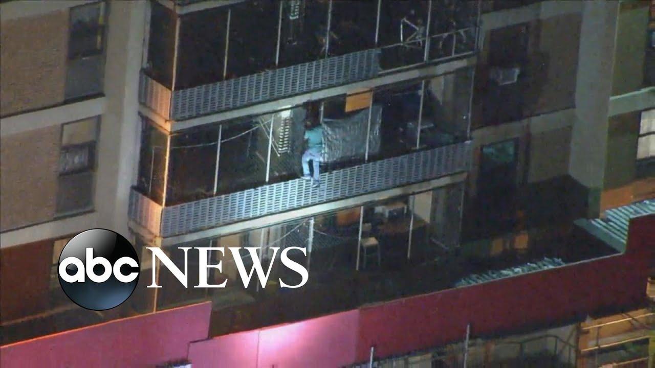 Philadelphia man scales apartment building on fire