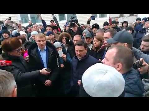 Возмущенные жители Волоколамска напали на мэра и губернатора с криками Закрой свалку Ядрово