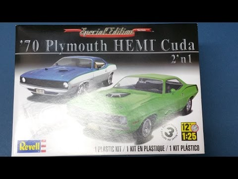Revell 70 Plymouth Hemi Cuda 1:25 Kit Review / What's In The Box?