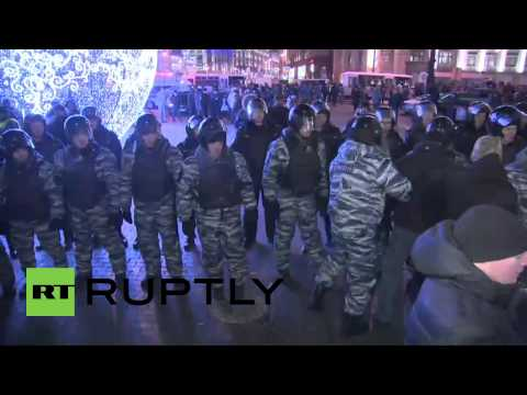 Russia: Police PUSH unsanctioned rally off Moscow's Manezhnaya Square