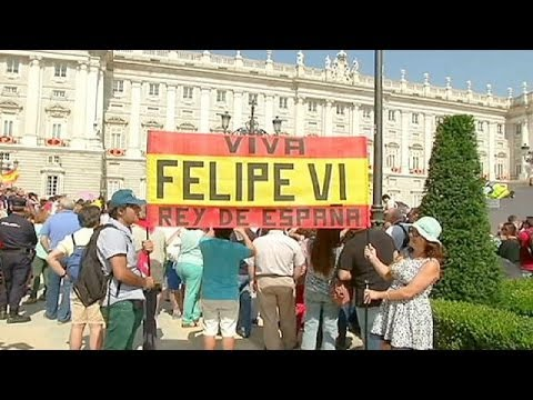 Spain: Thousands gather in Madrid to greet King Felipe VI
