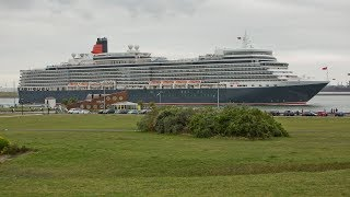 Cruise ship Queen Elizabeth passage Hoek van Holland / Rotterdam with Horn Salute