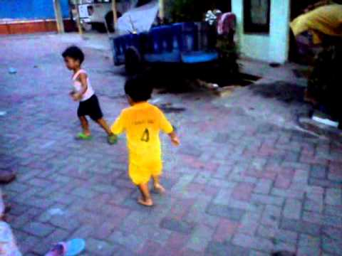 Video Anak Kecil Berantem Lucu video