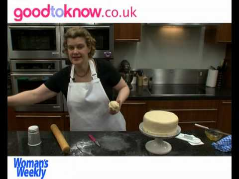 How to cover a cake with marzipan