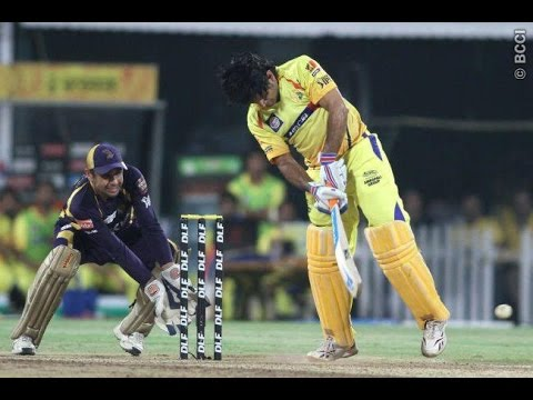 MS Dhoni Helicopter Shot in Kotla Stadium Delhi during CSK IPL Cricket