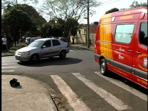 ACIDENTE ENTRE CARRO E MOTO NA VILA SANTA IZABEL MOTOCICLISTA FICA FERIDO