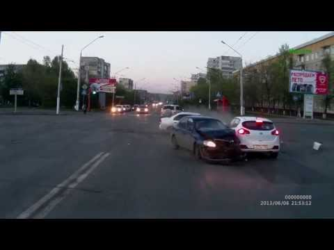 Stupid ass Russian intersection crash with hard techno music!