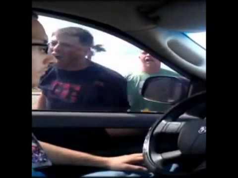 Сумасшедший водитель и мегаспокойный парень