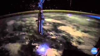 فيديو: شاهدوا البرق من الفضاء الخارجي