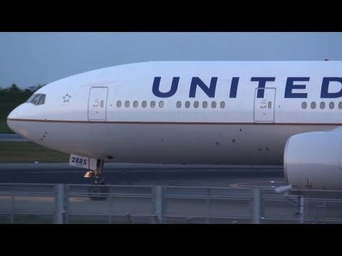 United Airlines Boeing 777-200ER N785UA Takeoff from NRT 16L