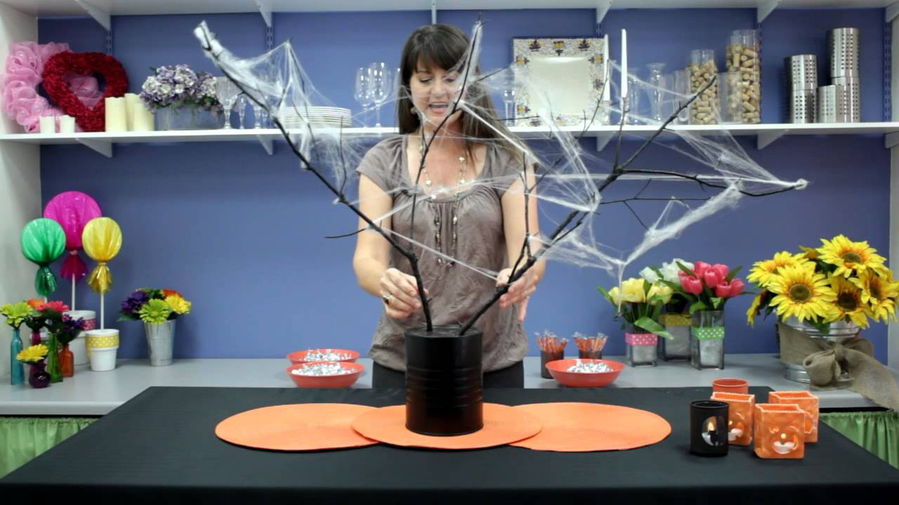 Fun halloween table decorations table decorations youtube - Idee deco table halloween ...