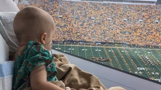 Sick 4-Year-Old Smiles When Entire Football Stadium Waves at Him in Hospital
