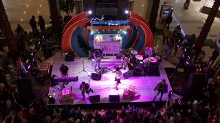 download lagu Metropolitan Mall Cileungsi Kevin And The Red Rose - gratis