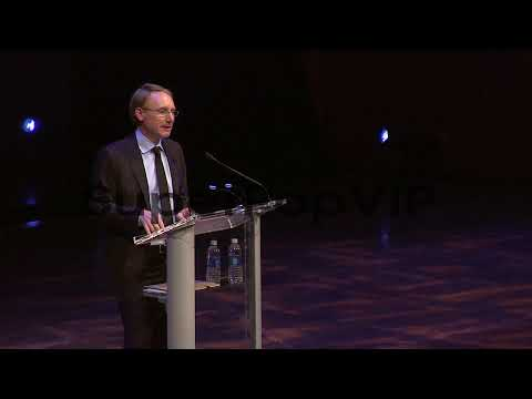 SPEECH - Dan Brown on writing his first book at the age o...