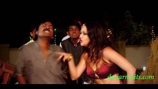 very hot girl showing milky armpits in Bhojpuri  item number