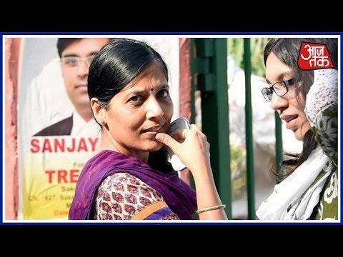 Shatak AajTak: Kejriwal's Wife Sunita Takes VRS From Finance Ministry Job