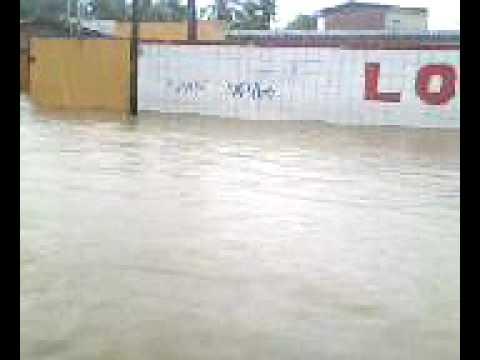"""Enchente,e mulheres pelada  caos total noIbura de baixo """" d"""