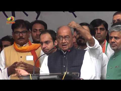 Anna Hazare and Arvind Kejriwal copy Sonia Gandhi: Digvijay Singh at Jantar Mantar