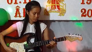 Tuyết Hoa cô gái đẹp đàn cổ nhạc