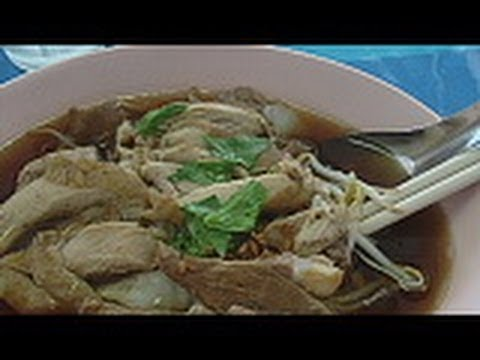 Boat Noodle Soup with Chicken – Kway Teeow Gai (ก๋วยเตี๋ยวไก่)