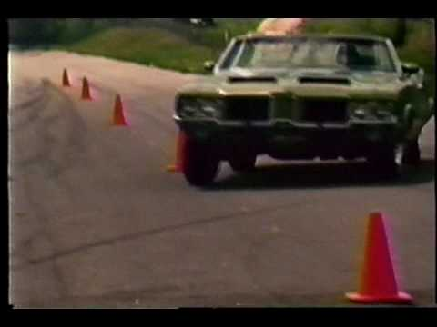 1971 Olds 442 W-30 4-speed Convertible - vintage road test