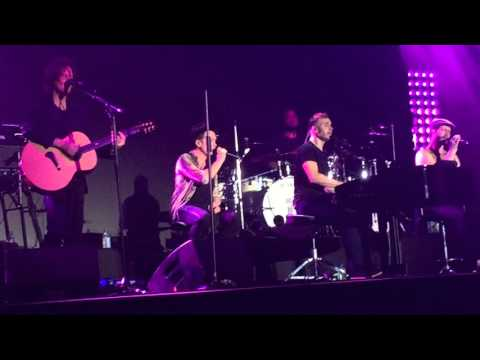 Take That Live In Singapore 2016 - Piano Medley (A Million Love Songs, Babe, How Deep Is Your Love)