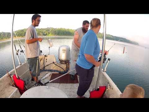 Lake Cumberland Striper Fishing(FAST ACTION)