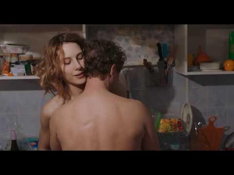 seks-stsena-na-kuhne