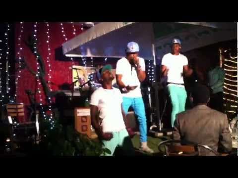 2 Face Idibia ft SK BOYS stage performance - Nobody Remix