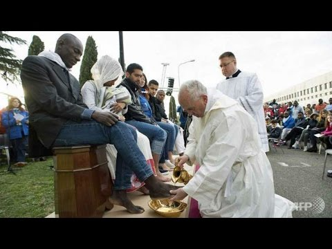 Pope Francis to wash feet of refugees in asylum seeker centre near Rome