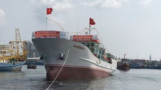 Hạ thủy tàu dịch vụ hậu cần nghề cá vỏ thép 'lớn nhất miền Trung'