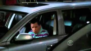 "Two and a half men: Alan con ""las manos en la masa"". (Sub en español)"
