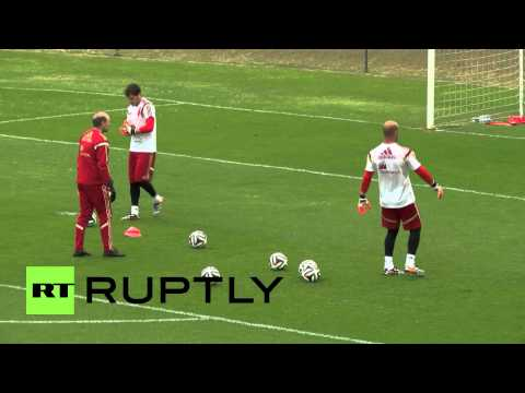 Brazil: Fans desperate to watch 'La Roja' train in Curitiba