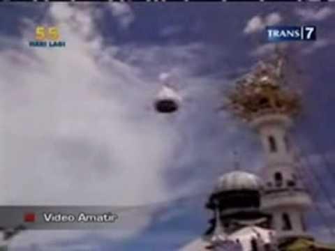 Kuba Masjid Terbang Ribuan Ton-Kekuasaan Allah