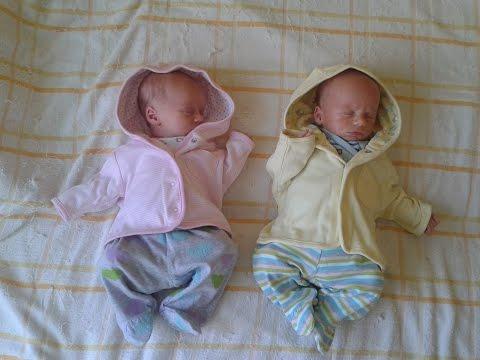 Новорожденная королевская двойня | Голова вместо соски =)