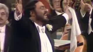 Luciano Pavarotti in London 1982