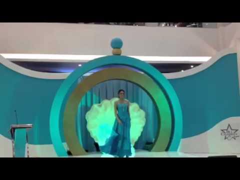 Nadine Chandrawinata gaun biru saat rilis parfum