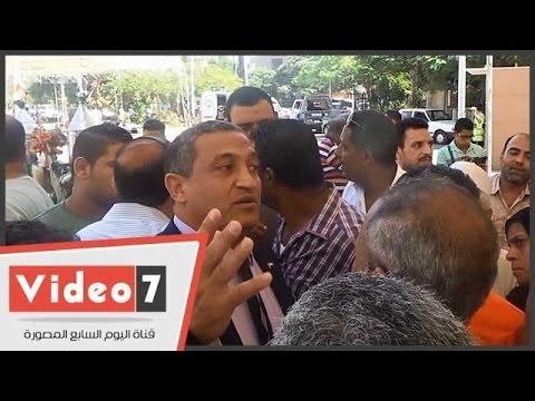 بالفيديو.. نائب محافظ القاهرة لبائعي الترجمان: هتطلعونى من هدومى