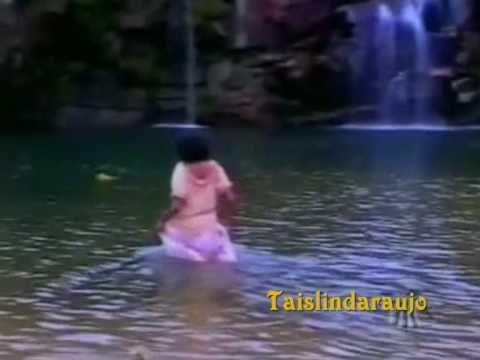Xica da Silva - Xica ( Taís Araújo)  toma banho na caxoeira