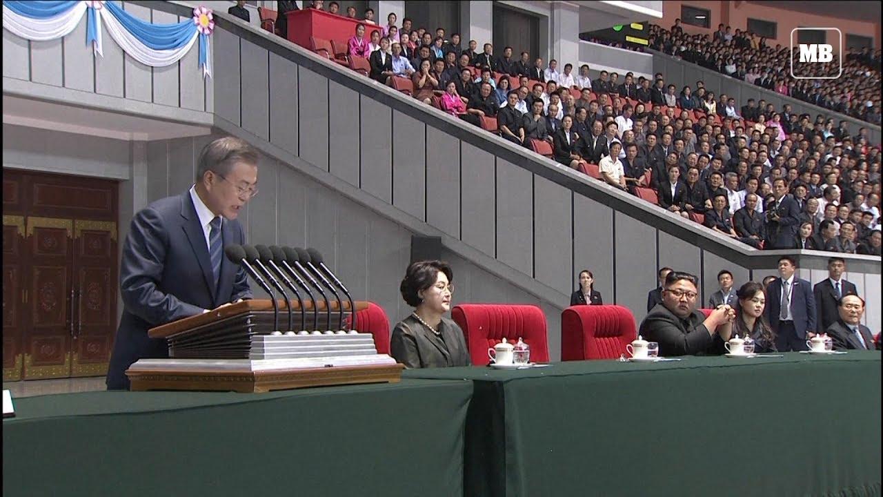 Moon Jae-in and Kim Jong Un watching ceremony in Pyongyang