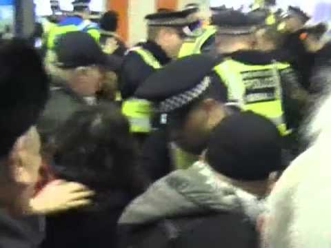 Anti EDL luton 2011 footage of Guramit singh sikhs against the english defence league.