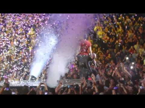 Pitbull and Enrique Iglesias Live @ LA Staples Center ( Final song )