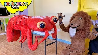 "Lion wants a GIANT LOBSTER! ""Skyheart Toys"" pretend play kids action toys playtime"