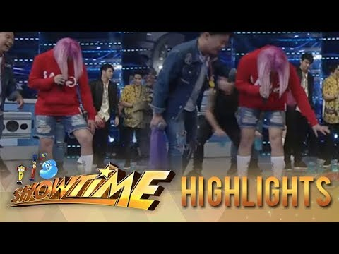 It's Showtime Cash-Ya: Vice Ganda panics after his shoes gets spilled on