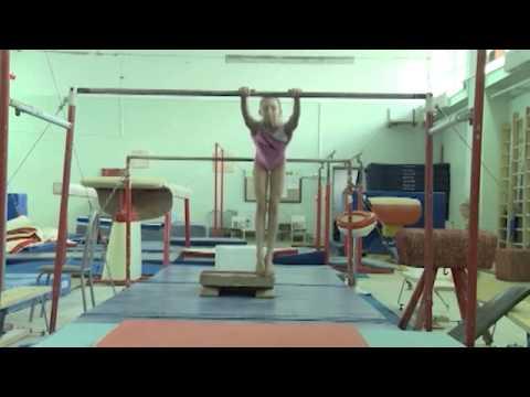 Будущая звезда женской гимнастики готовится к серьезным стартам