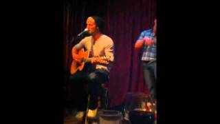 """Download Lagu Brett Young- """"Yours To Hold"""" Gratis STAFABAND"""